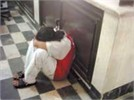 فیلمبرداری از زن در حمام ، مرد همسایه را گرفتار کرد