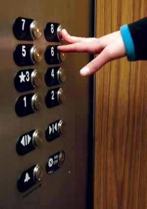 در یک آسانسور چطور رفتار بکنیم
