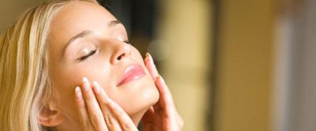 ۷ عادت مخرب که پوستتان را زودتر پیر میکند