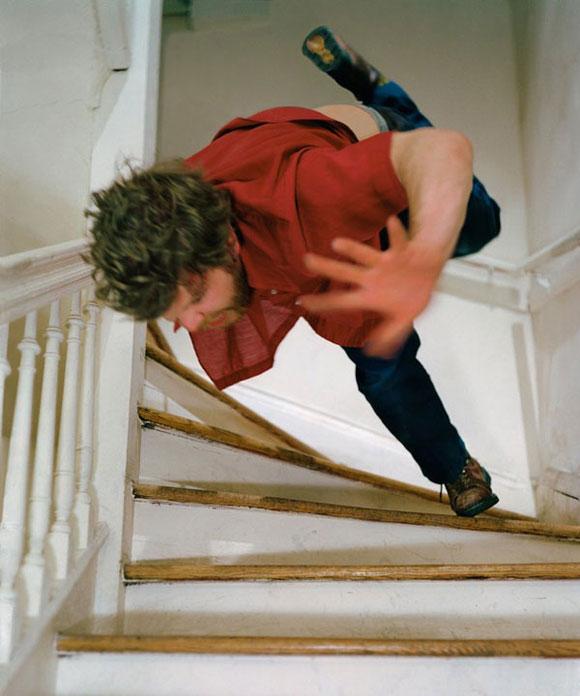 مرد در حال سقوط